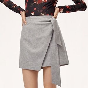 Aritzia Skirts - Aritiza Dorine skirt in grey!